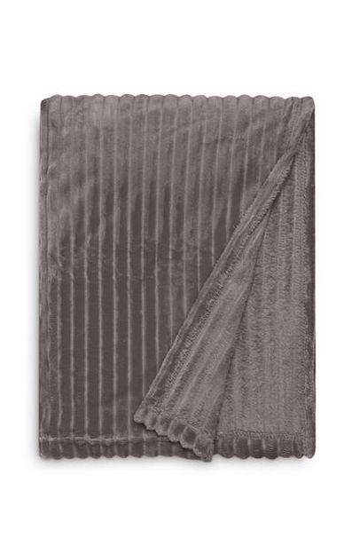 Grand jeté de lit gris doux côtelé offre à 16€