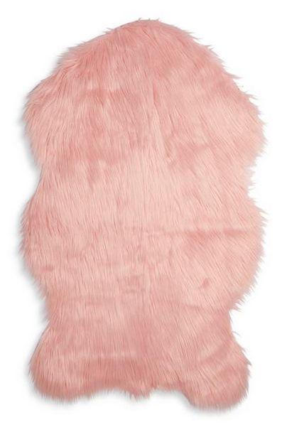 Petit tapis en fausse peau de mouton rose offre à 12€