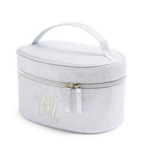 Trousse de toilette argentée et cloutée à paillettes avec initiale M en fausses perles offre à 8€