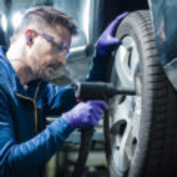 Réparation de la crevaison d'un pneumatique 4x4, roue sur le véhicule, équilibrage compris. offre à 32€