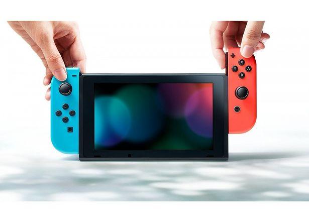 Console NINTENDO Switch Noir 32 Go + 2 Joy Con Bleu Néon & Rouge Néon offre à 253,99€