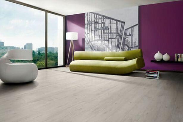 Revêtement de sol stratifié 8mm 4 chanfreins Chêne épuré gris offre à 17,76€