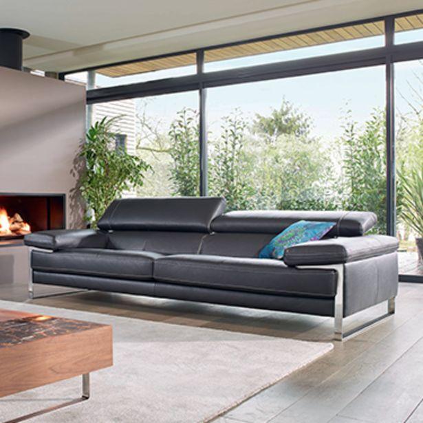 Canapé 3 places 100% cuir. offre à 3078€
