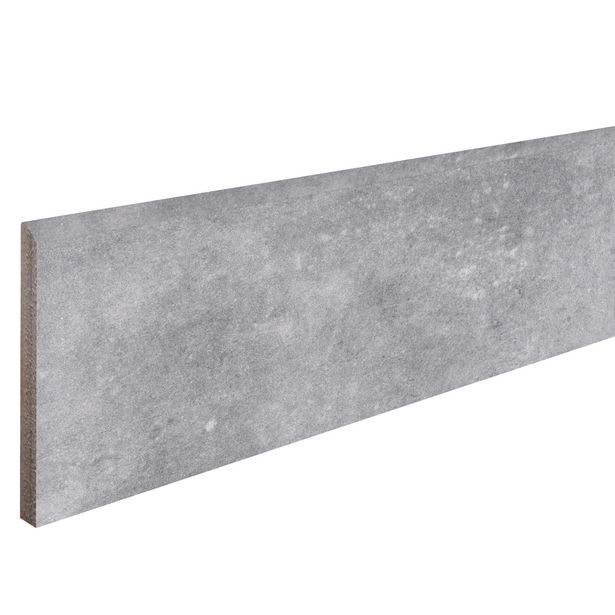 Lot de 6 plinthes gris l.6 x L.20 cm x Ep.8.2 mm offre à 11,96€