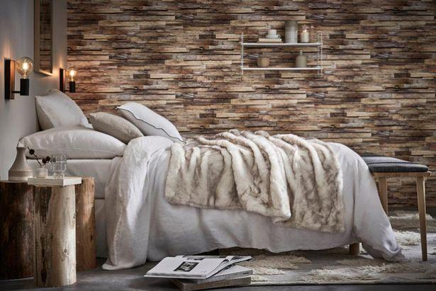 Papier peint intissé Planche de bois marron offre à 18,9€