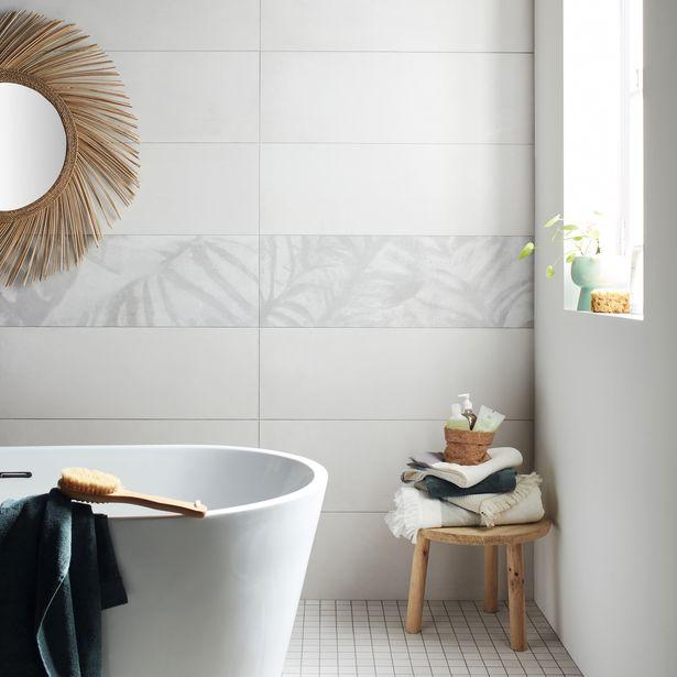 Décor mur forte béton gris lisse l.31 x L.91 cm, Palmette offre à 19,96€