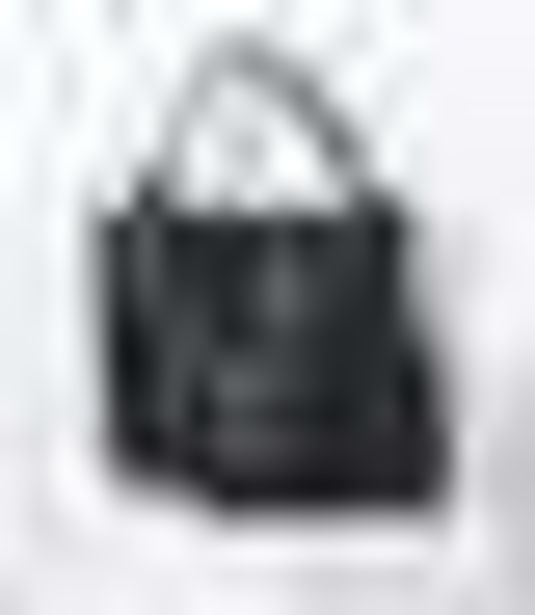 Cabas noir femme avec pochette clous int… offre à 29,99€